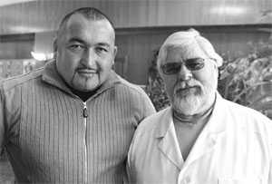 Эльбрус Нигматуллин (слева) всегда прислушивается к советам своего наставника