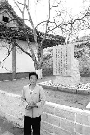 «Возле этого дерева был Ким Ир Сен» — гласит надпись.