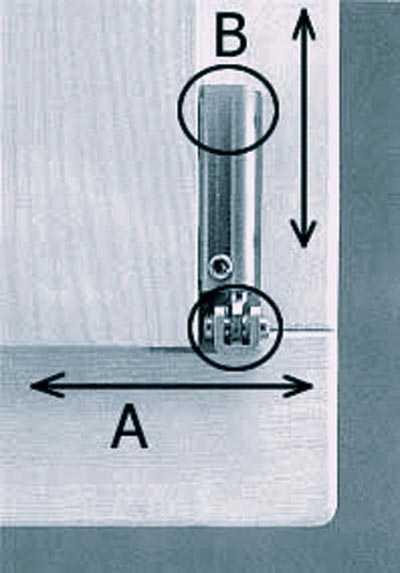 Нижняя петля фурнитуры регулирует низ створки вправо-влево и всю створку вверх-вниз относительно рамы.