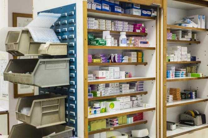 Алексей Текслер поручил решить проблему с лекарствами в аптеках