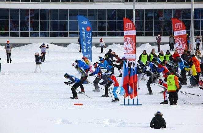 В Челябинске полицейские проводят лыжный забег