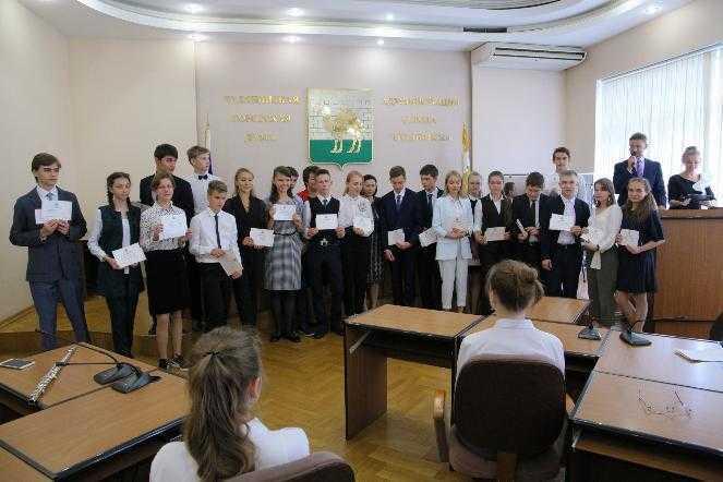 В Челябинске вручили именные стипендии самым умным детям