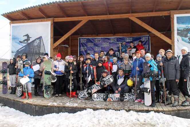 Южноуральских школьников бесплатно научат кататься нагорных лыжах исноуборде