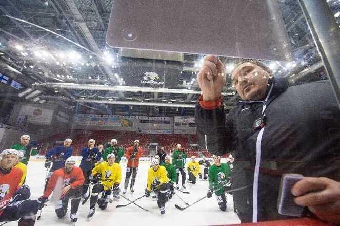 Основному тренеру челябинского «Трактора» посоветовали новый договор надва года