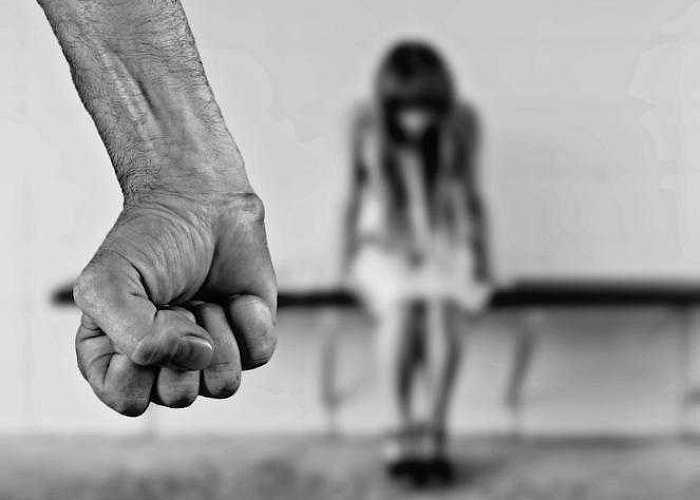 Бьет – значит любит. Почему жертвы оправдывают своих мучителей?