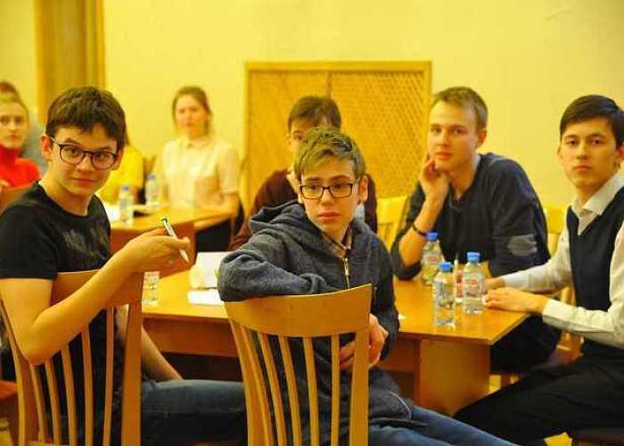 ЧМК провел интеллектуальный турнир для челябинских школьников